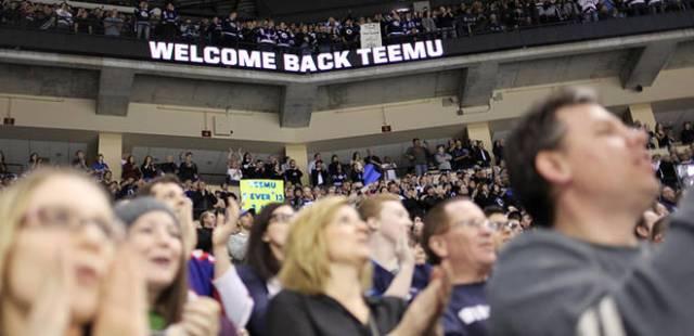 121711-NHL-Welcome-Back-Teemu-JW_20111217205320972_660_320