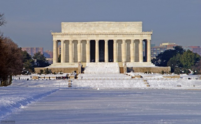 Lincoln Reflecting pool iced over